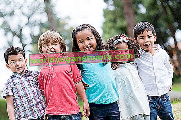 4 Schritte, um in die Haltung eines glückseligen unterstützten Kindes zu gelangen
