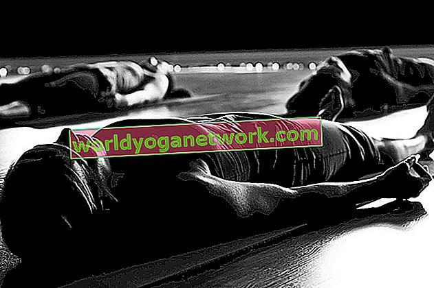 Una secuencia de yoga para prepararse para Yoga Nidra